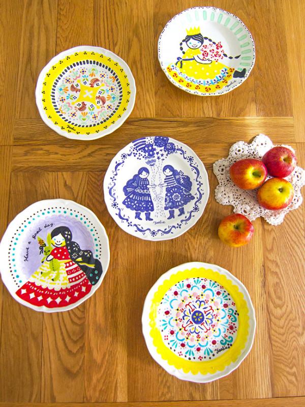 アトリエヨシエ手描き陶器コレクションの一部
